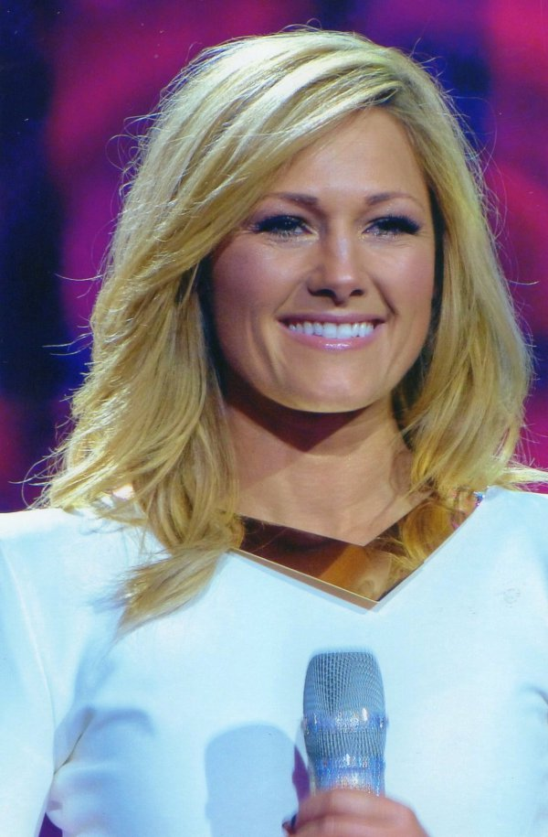 helene fischer gratis video office girls wallpaper. Black Bedroom Furniture Sets. Home Design Ideas